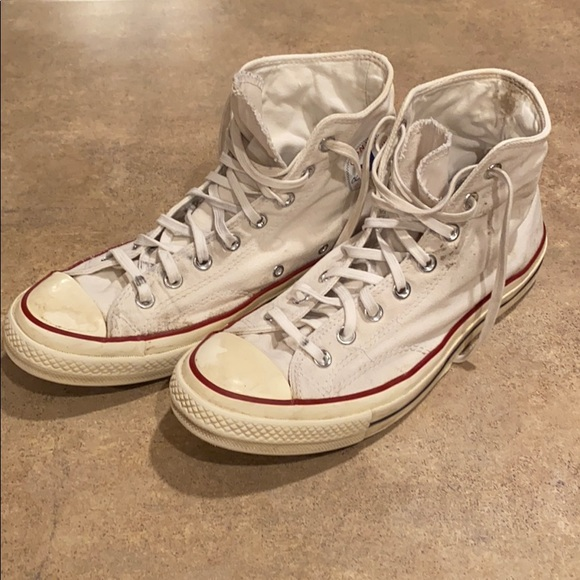 Men's Converse high top shoes size 9.5